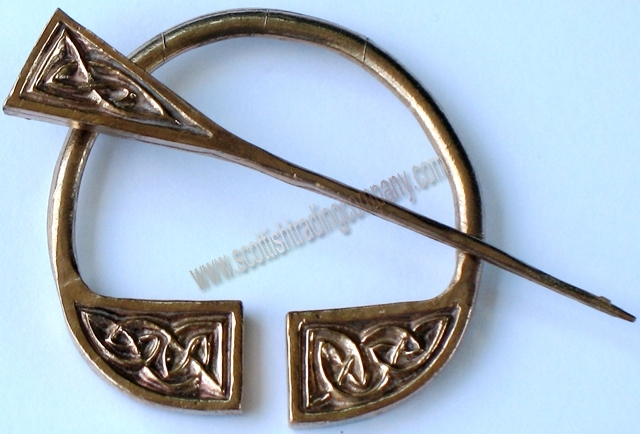 Celtic Knot Plaid Brooch